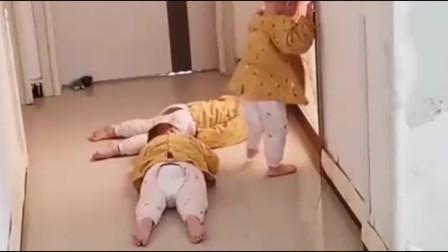 自从有了三胞胎后,妈妈去厕所是这样的,满屏地心酸