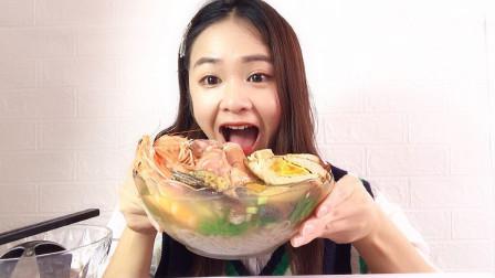 试吃大碗海鲜杂烩面 鲍鱼 弹虾 大虾 大香肠 馋得口水直流,真香