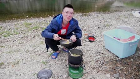 欢子自驾穷游贵州,路过凯里格细村,河边扎营太舒服了