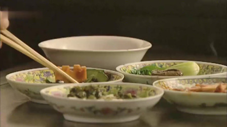 雍正吃午饭,四个硬菜配上一个清汤,看得我都想吃上一口!