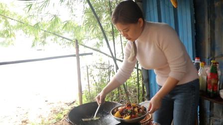 表妹煮的黄焖鸡,好吃又美味,有喜欢吃鸡肉的吗