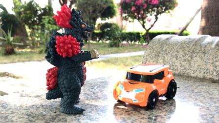 托宝兄弟玩具故事:怪兽偷走了托宝战士,反遭托宝战士毒打到求饶