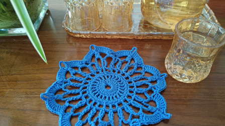 钩针编织杯垫的钩法,简单实用。