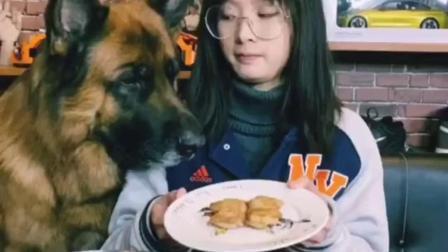 千万不要跟狗子大哥比吃肉
