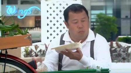 看曾志伟吃鸡排饭,吃得太香了,金毛馋的流口水!