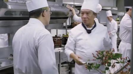 大厨讲解招牌菜莲花盅,莲花放进汤里马上开花,神奇!