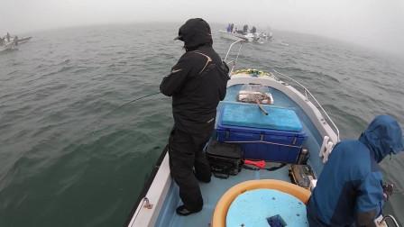 出海钓鱼一定要看天气,否则鱼没钓到人又难受,亏大了