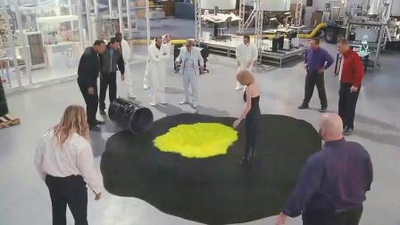 一滴液体吃掉整桶石油,简直匪夷所思