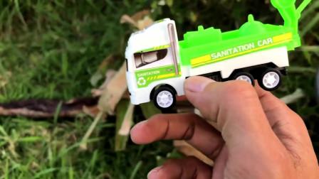 户外寻找工程车小汽车巴士车和小飞机玩具