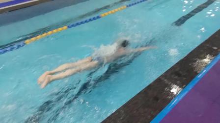 中游体育:一轻二重打腿的蝶泳视觉上有什么特点