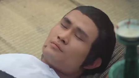 林正英一觉醒来,发现自己睡在乱坟岗,身旁还有一箱冥币!