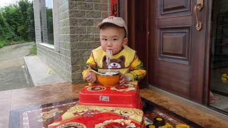 欢乐童年:嘟嘟吃面面,好好吃!