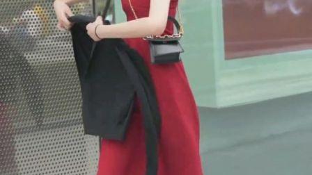 一袭红裙,一丝柔情