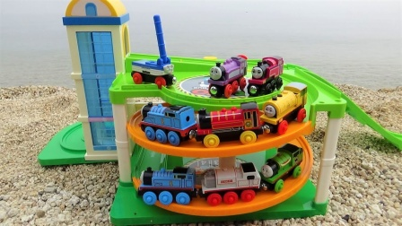 8辆木质托马斯火车玩具躲猫猫