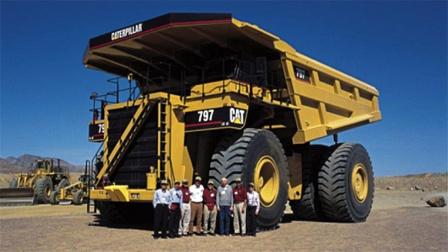 每天油费3万块,这种卡车的马力比火车头还牛!