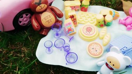 棕熊邀请粉红兔他们一起去野餐