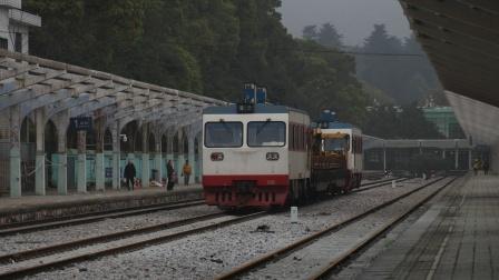 [火车][韶山站注意] 工务车 56033次 进韶山火车站 广铁向韶线