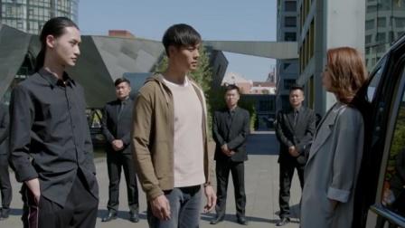 橙红年代:穷小伙保安因长太帅,被女总裁看上,下秒直接升到队长