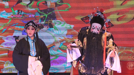 剧团唱秦腔《大登殿》,演员的二花脸表演形神兼备,看着太搞笑了