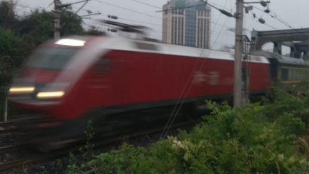 HXD1D0007武局南段Z333深圳东-成都东(时速160)晚点4分通过营山钢架桥19:00