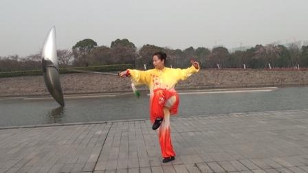 杨幼群:竞赛套路42式太极剑,海风萧萧尽显巾帼风采