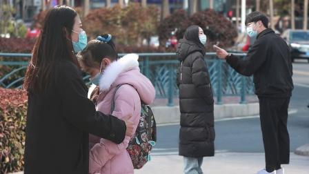 当闹离婚的小夫妻都不想抚养孩子,路人:你们不养我养!