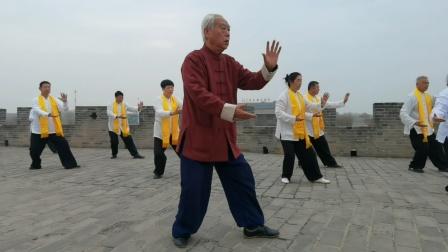 赵幼斌老师,带领杨赵门生在广府古城,演绎传统太极拳。