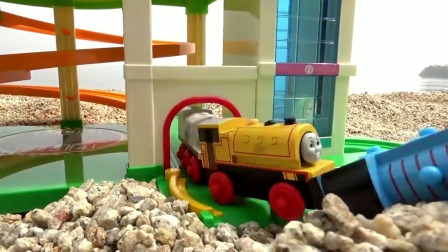 托马斯小火车和停车场玩具,儿童玩具