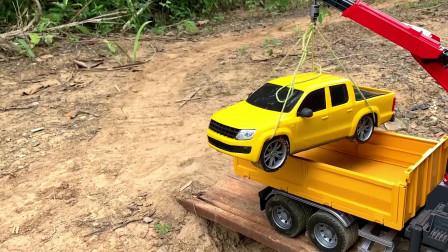 起重吊车救援皮卡车,大卡车托运拖拉机玩具