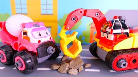 警车珀利工程车搬运石头的儿童玩具故事