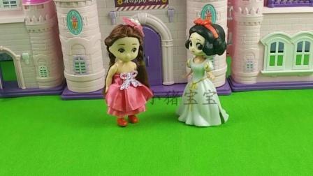 白雪和贝儿准备逛街,贝儿真自恋