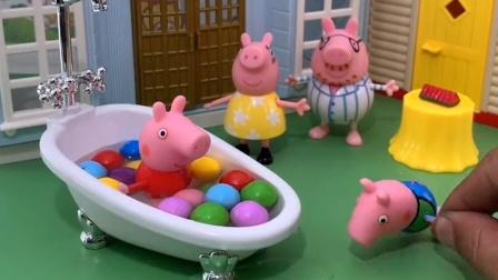 佩奇洗澡乔治也要跟着洗澡