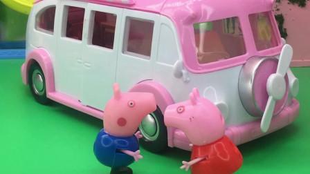 乔治想要坐校车,还说自己是想上学,乔治真是一个小机灵鬼!