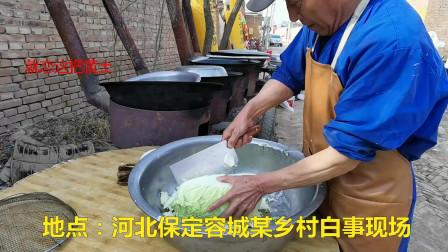 实拍大爷制作河北大锅菜,白菜不洗就下锅,看着不卫生吃着真叫香