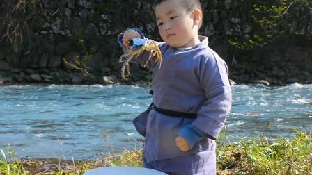 故事:四岁小孩和叔叔野外抓螃蟹,不料小孩胃口太大,把叔叔气坏