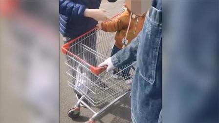 女子欲把购物车推回家被阻拦后恼怒报警:有人劫持孩子