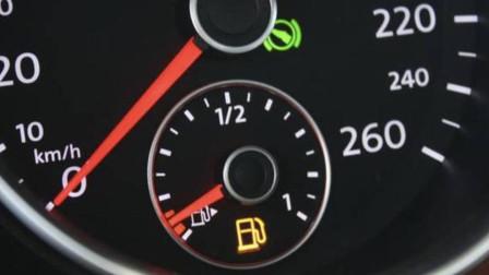 加满油后行驶不到一公里 油表下降一格是什么原因?