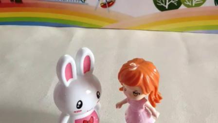 萌娃玩具:小白兔吃红枣