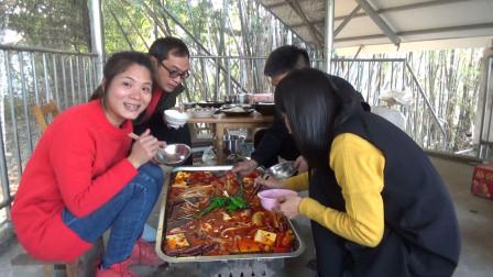 火锅那样吃,看着都过瘾,100块不到,全家都能吃得饱