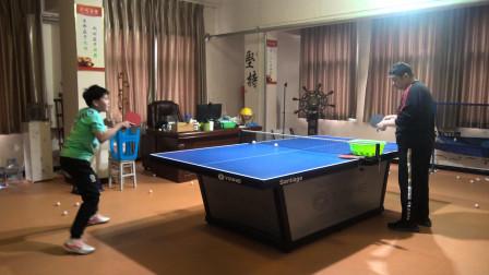 业余球友打乒乓球从后往前移动容易失位,前后步法应该怎么跑?
