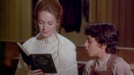 【山姆】女教师到乡村学校上任,第一堂课就发现,教室里多出一个诡异学生。《夜间画廊》之《阴影中的男孩》