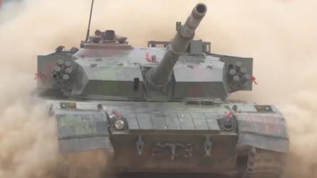 实拍96式坦克跨昼夜战斗射击训练:动力强劲 火力凶猛!