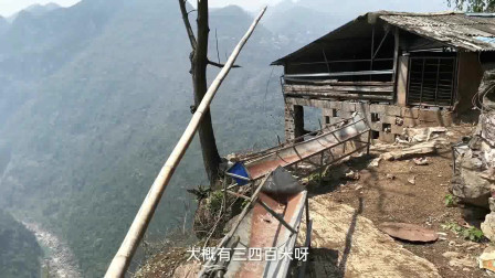 贵州大山悬崖的一户人家,养鸡养羊自得其乐!