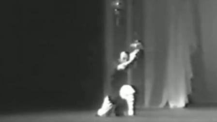 于承惠先生早年双手剑表演