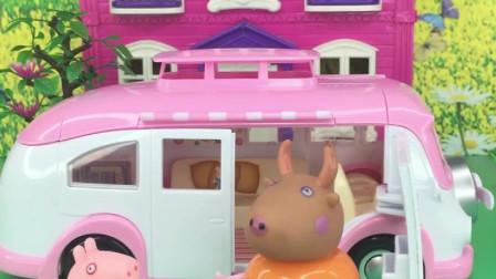 佩奇和乔治坐出租车,佩奇把乔治落在了车上,心大的小猪