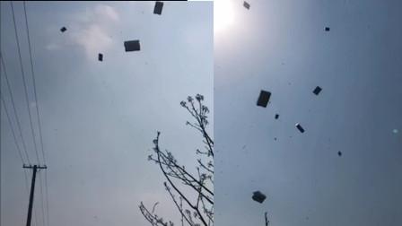 男子打包物品时突遇大风 箱子被吹到天上 网友:不愧是潍坊