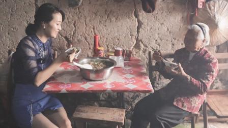 表嫂在莆田生活几十年,这地方还是头一次来,吃美味看美景真惬意