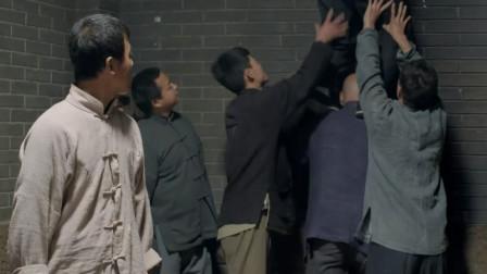 战火中的兄弟:高手落入鬼子集中营,发现监牢漏洞,有好戏看了