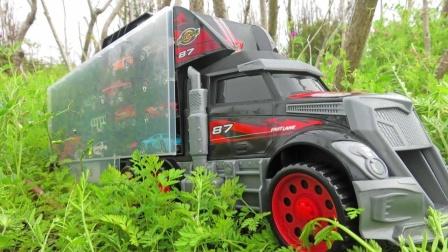 大卡车运输箱带来小玩具