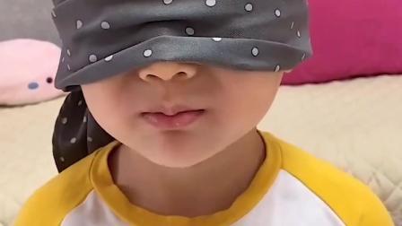 亲子趣事:蒙着眼的萌娃能否闻出自己想要的棒棒糖吗